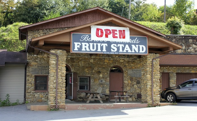 Barber Orchard Fruitstand