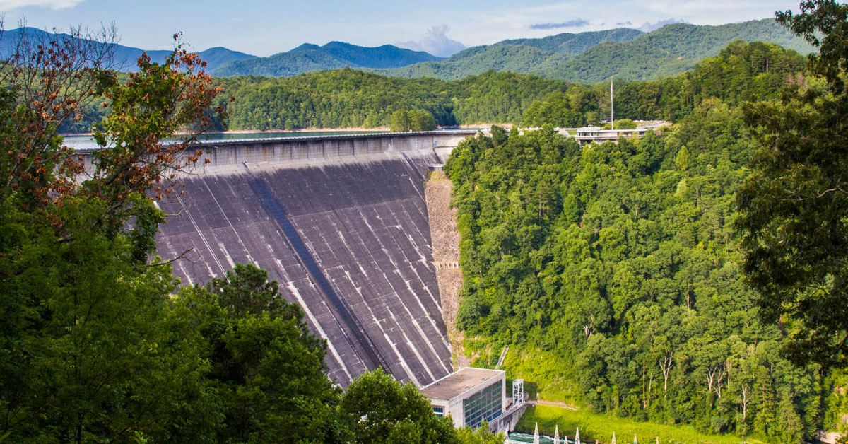 fontana dam Fontana dam is a hydroelectric dam located on the little tennessee river in swain and graham counties, in western north arolina the dam is.